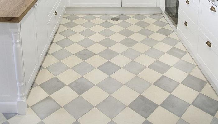 azulejos en suelo cocina