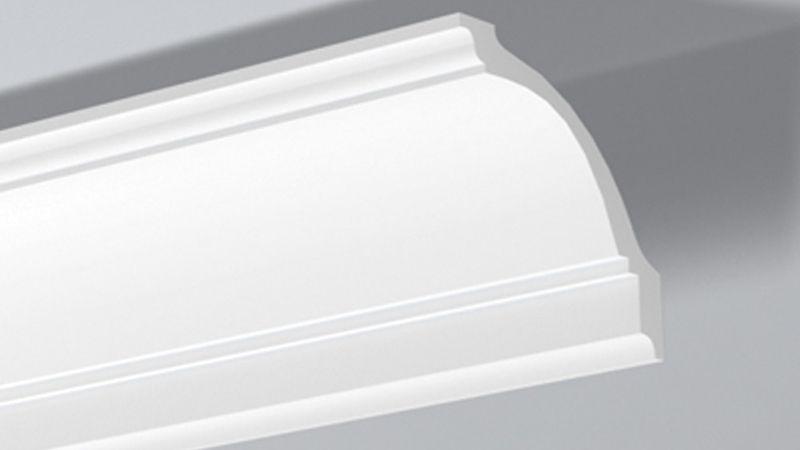 colocar molduras de poliestireno en el techo