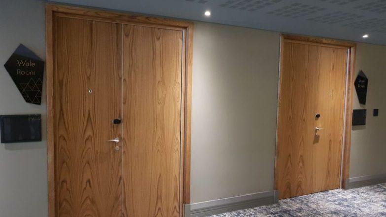 insonorizar una puerta de forma casera