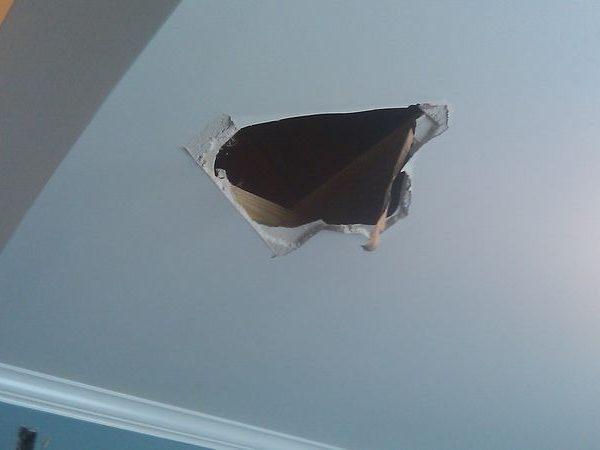 poner un trozo de escayola en el techo