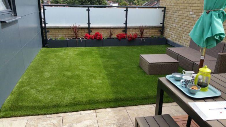 colocar el césped artificial en una terraza