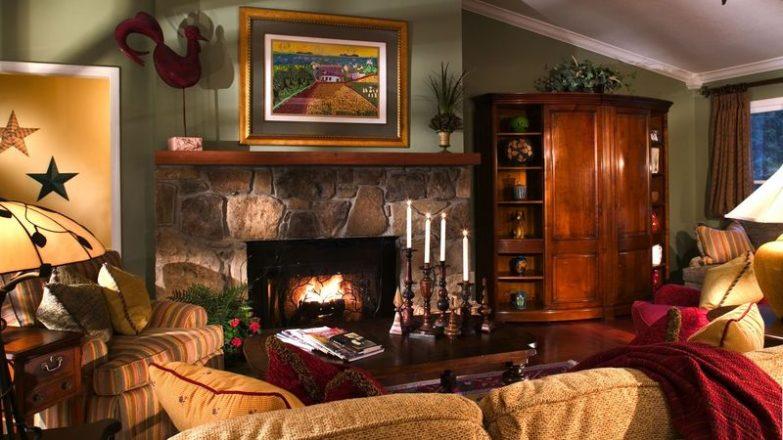 decorar un salón rústico con chimenea
