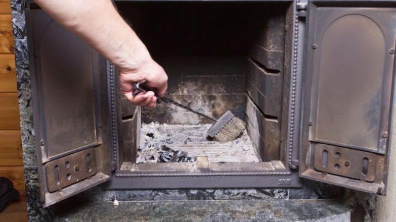 limpiar el hollín de la chimenea