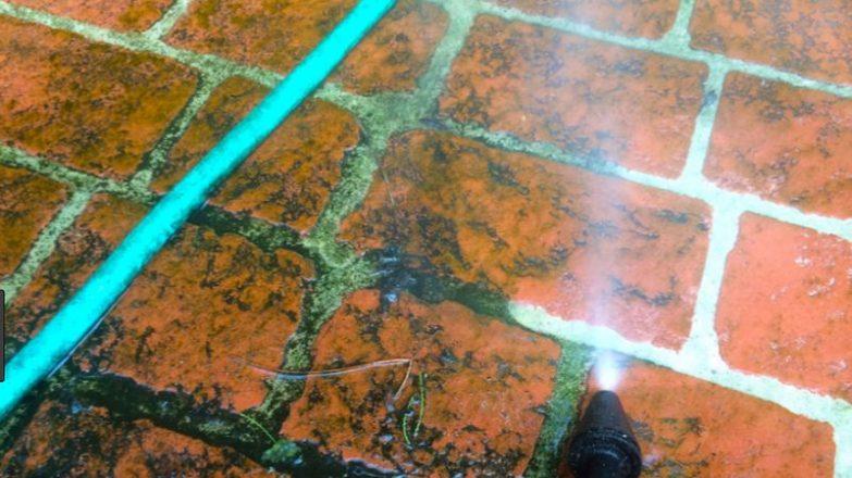 quitar el moho del suelo de la terraza