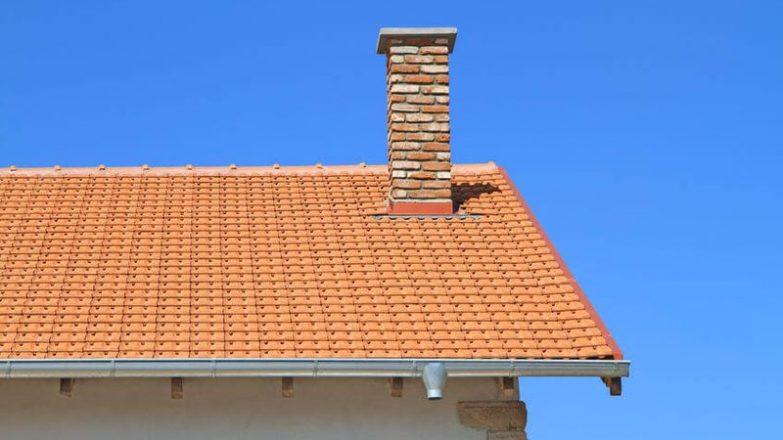 rematar una chimenea en un tejado